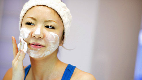age_rf_photo_of_girl_washing_face_with_foaming_cleanser.jpg